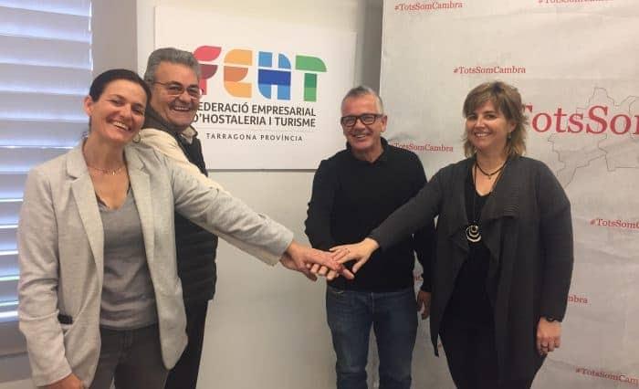 D'esq. a dta., Marta Domènech, Jordi Just, Eduard Farriol i Berta Cabré, després d'haver fet formal el suport de la FEHT a #TotsSomCambra.